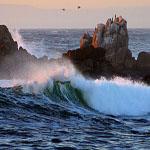 Medelhavet slår mot klipporna