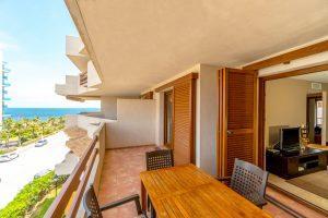 Nya lägenheter till salu 50 meter från havet i Punta Prima