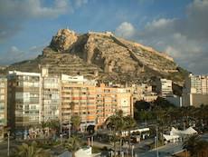 Slottet Santa Babara och berget Benacantil