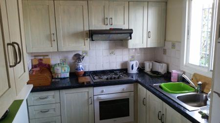 Köket har alla vitvaror som behövs