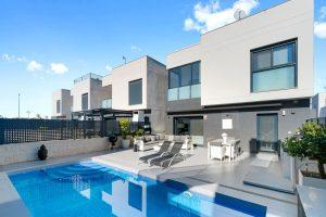 Villa i modern stil med privat pool i Ciudad Quesada
