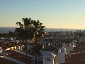 Lägenhet med havsutsikt i Verano Azul – gemensam pool på taket!